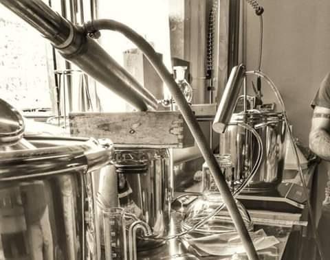La Crisalide Oli Essenziali Il laboratorio di estrazione