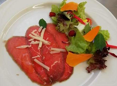 Le insalate arricchite con le erbe dell'azienda agricola La Margherita